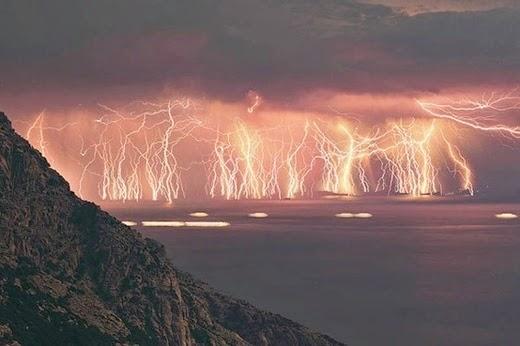 Fenomena-Fenomena Alam Paling Aneh Di Seluruh Dunia