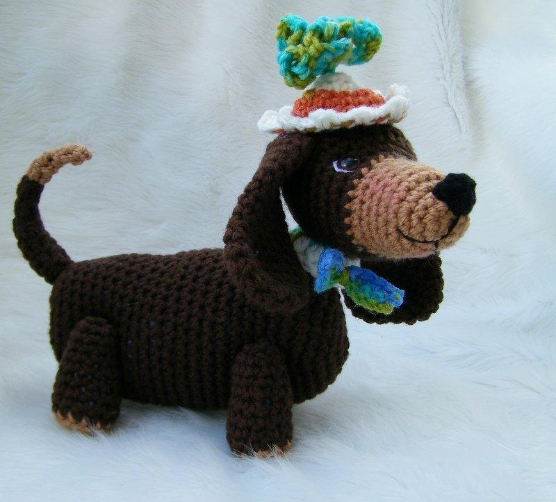 Free Knitting Pattern For Dachshund Dog : Teris Blog: New Dachshund Crochet Pattern