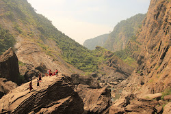 in the rocks with the pilgrims-monks, jog falls