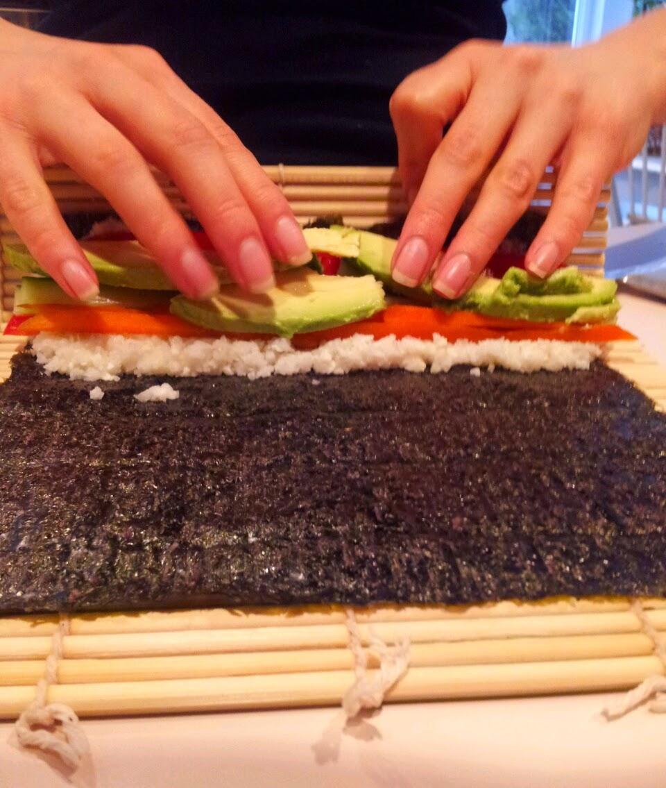 http://iamventuringvegan.blogspot.com/2014/01/how-to-sushi-rolling.html