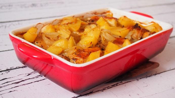 Pieczony kurczak z cebulą i ziemniakami