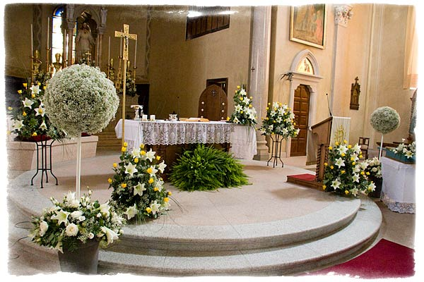 Wedding decorations church wedding decorations flower for Floral wedding decorations ideas