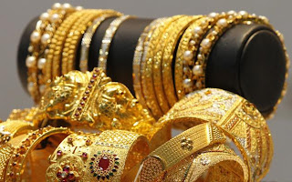 Gold prices at all-time high of Rs 32,950