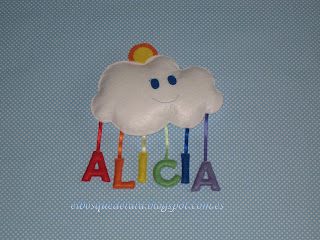 nombre-fieltro-nube-arcoiris-Alicia-decoración-infantil
