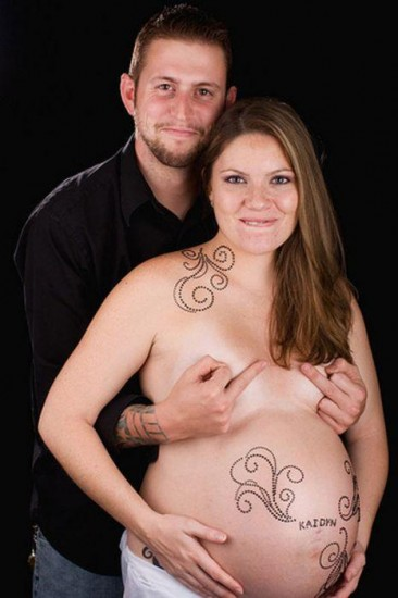 Couple%252Bpregnancy%252Bwith%252Btatoo as a daisy and Betty (Gay