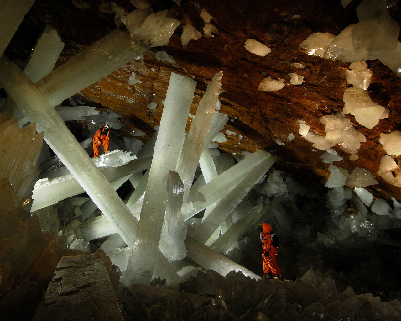 http://2.bp.blogspot.com/-W-NiqH-1rVE/T0lvHCfX4jI/AAAAAAAACZg/MOmGWKuqr-g/s1600/crystal_cave_mexico_picture_4.jpg