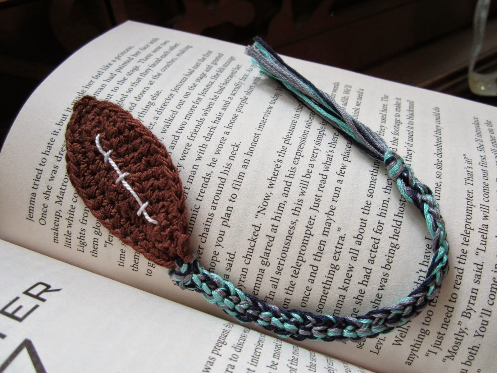 https://www.etsy.com/listing/175627423/crocheted-football-bookmark?ref=shop_home_active_15
