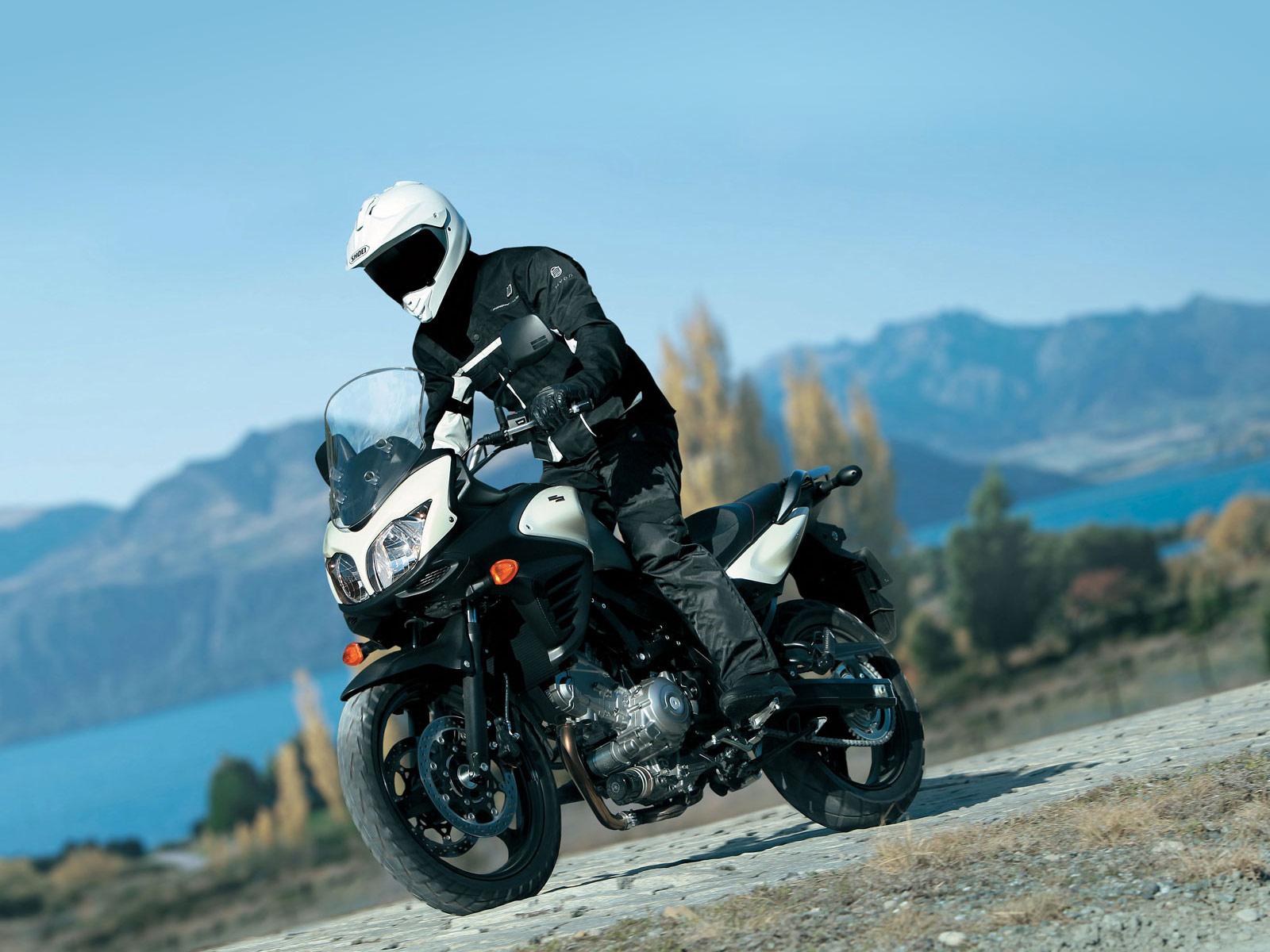 http://2.bp.blogspot.com/-W-QY1ACvVW8/Tpz7giWMvQI/AAAAAAAACds/qzhH5V0HOtE/s1600/2012-Suzuki-VStrom-650-ABS_motorcycle-desktop-wallpaper_3.jpg