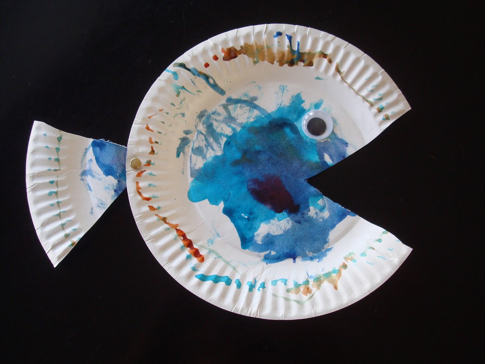 big ideas 4 little people & big ideas 4 little people: Painted Paper Plate Fish Craft