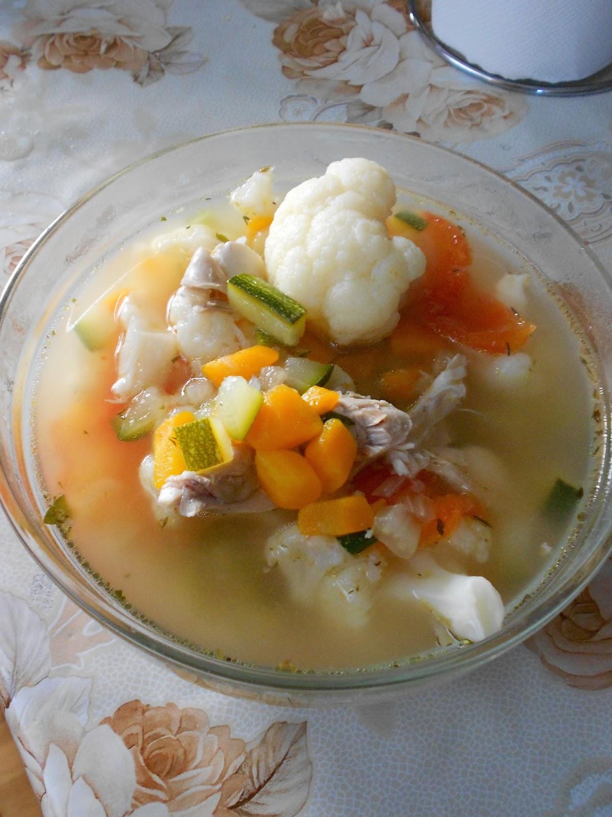 Пилешка супа с броколи тиквички и моркови