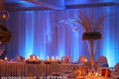 dekoracja z gipsówki i białych gałęzi