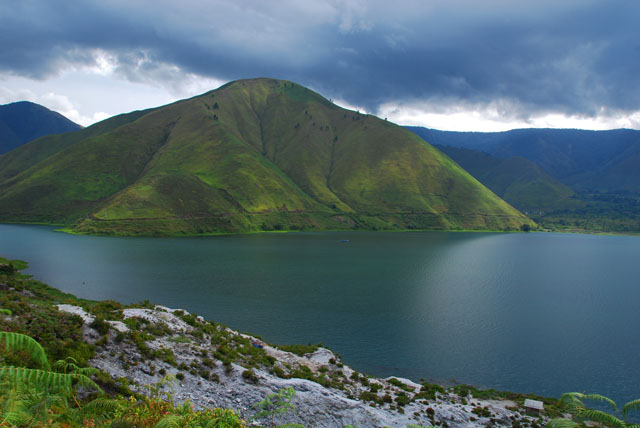 Gambar Danau Toba, pantai, gunung, wisata keluarga, candi, pemandangan, Tempat Wisata Terindah di Indonesia
