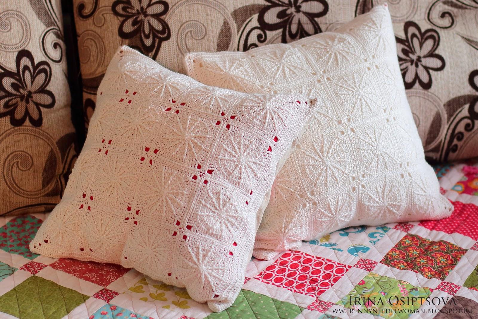 Вязаная декоративная подушка с вышивкой и ажуром Вязаные