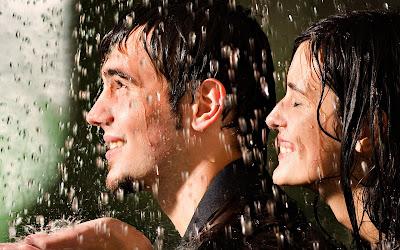 fotos de enamorados en la lluvia