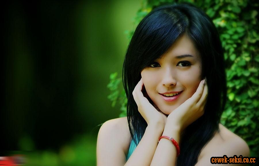 rini ayu beuty and sexy model from indonesia celebrity wallpapers