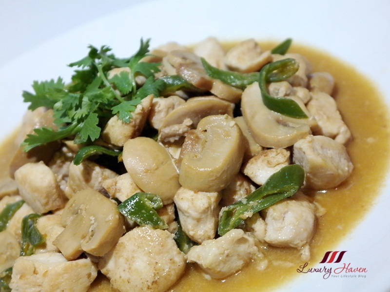 stir fried chicken with soybean paste green chilli