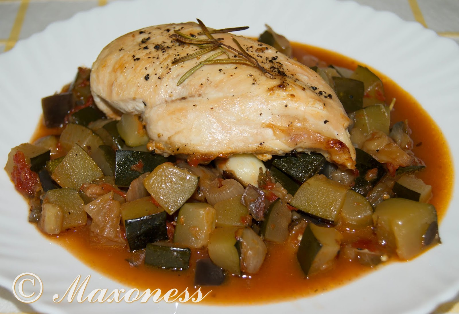 Запеченная курица с рагу из баклажанов, помидоров и цуккини от Гордона Рамзи
