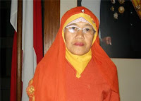 Biography Bu Muslimah (Laskar Pelangi) - figure Exemplary Teachers