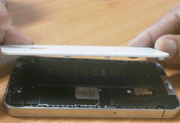 Cara membuka tutup belakang iPhone