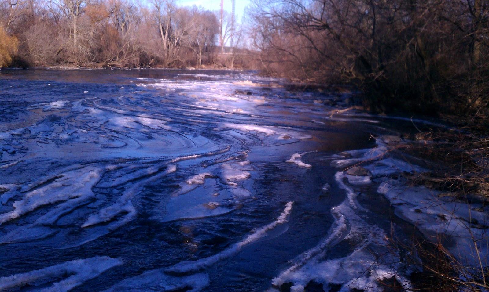 Illinois wisconsin fishing an icy milwaukee river for Milwaukee river fishing
