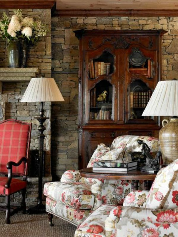 decor English country living room floral antiques