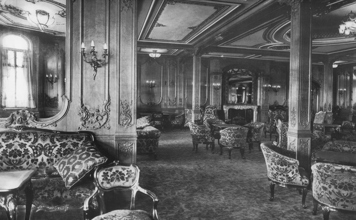 The first class lounge on the rms titanic 1912 vintage Who was on the titanic in first class