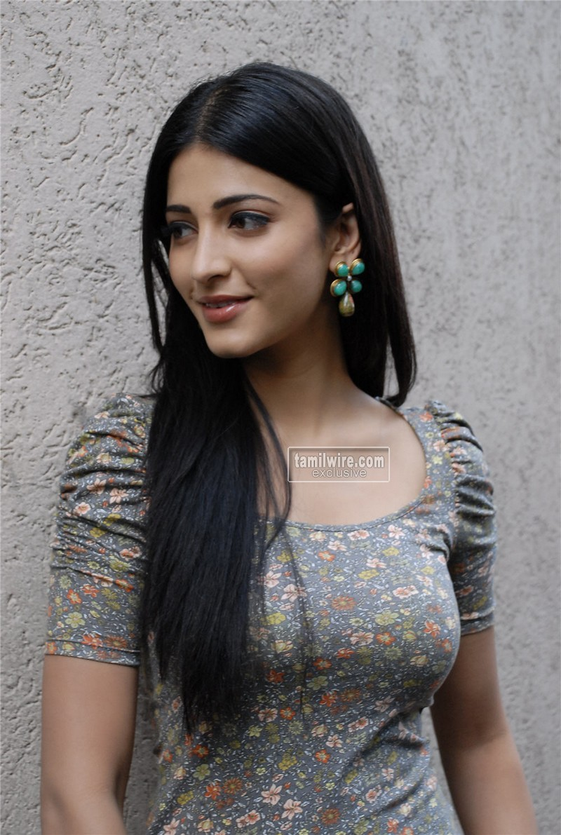 Actress Shruthi Hassan Spicy stills ~ 123 Picture Planet