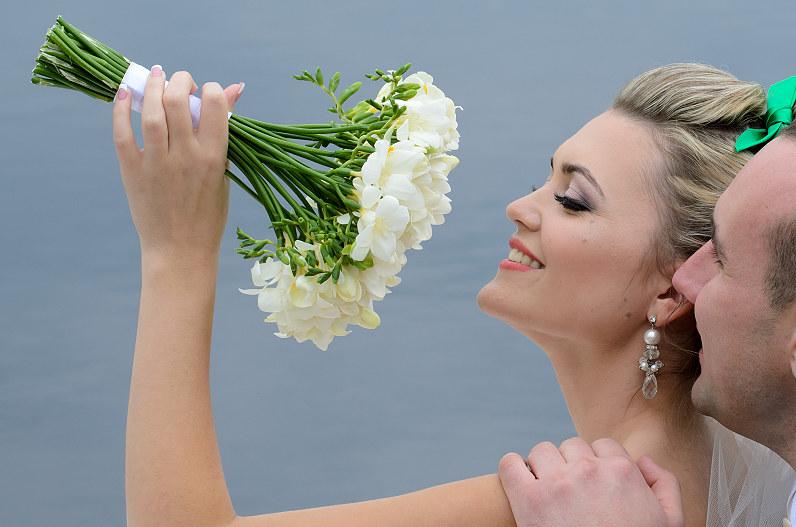 baltų gėlių nuotakos puokštė
