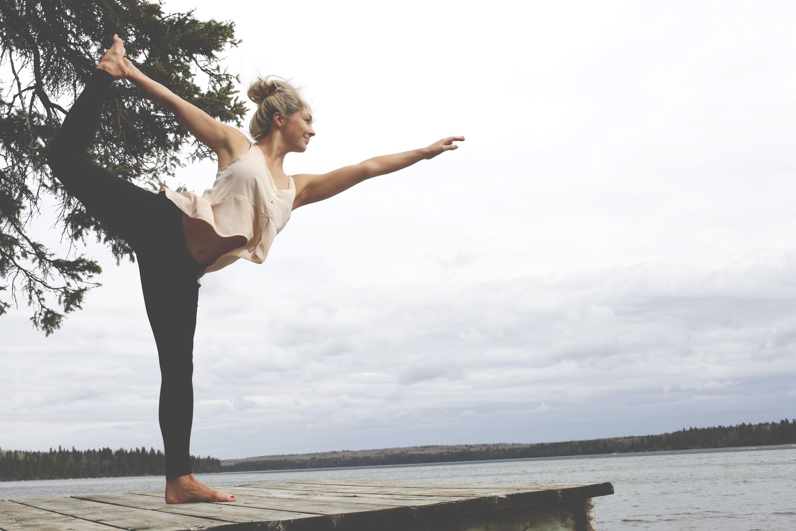 Блондинка и йога