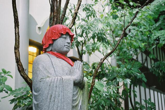 jizo praying