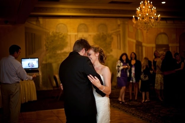 25 Photos Of People Who Will Inspire You - A terminally ill mother watches her daughter get married on Skype.