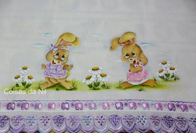 fralda de menina pintada com coelhas