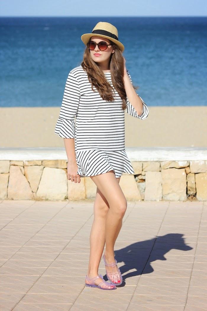 playa_outfit_look_oysho_sombrero_hat_vestido_dress_cagrejeras_plastico_goma_sandalias_ebay_persunmall_streetstyle_angicupcakes03