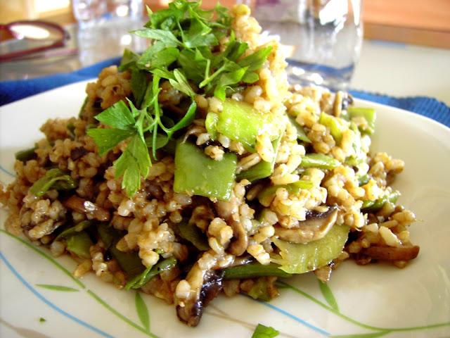 arroz salteado con champiñones, judias verdes y calabacín