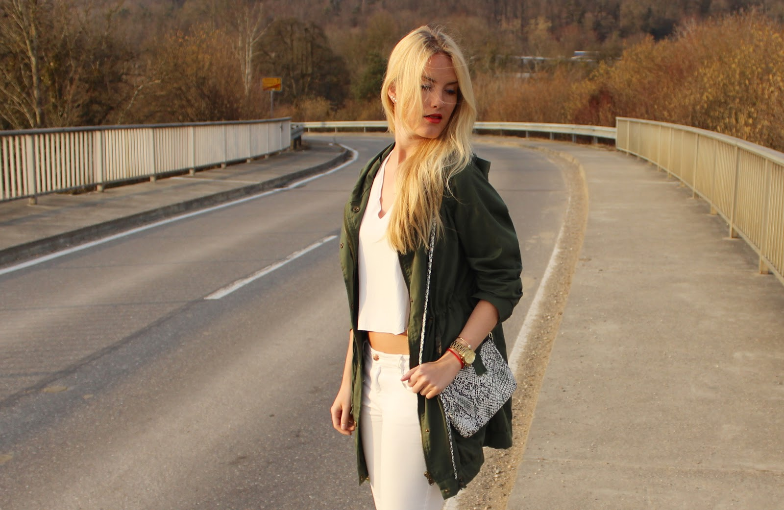 TheBlondeLion Outfit Parka Khaki Snakeprint White Spring Blonde