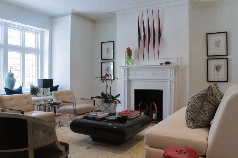 salon, białe wnętrza, kominek