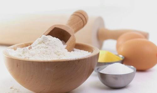 Đắp mặt nạ tự nhiên làm trắng da từ bột mì