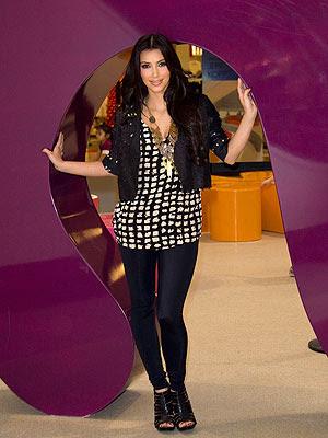 Kardashian Clothes on Kim Kardashian Hit Style Jpg