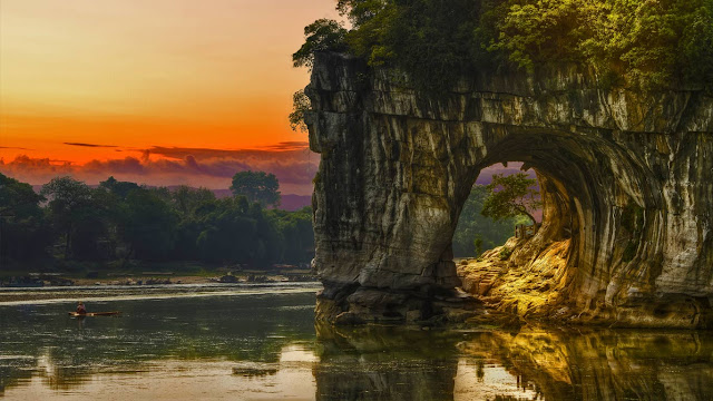 Elephant Trunk Hill, Guilin, China (© Ajancso/Shutterstock) 691