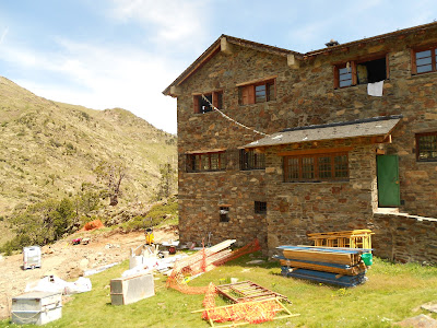 Refugi Coma Pedrosa Andorra hike trail
