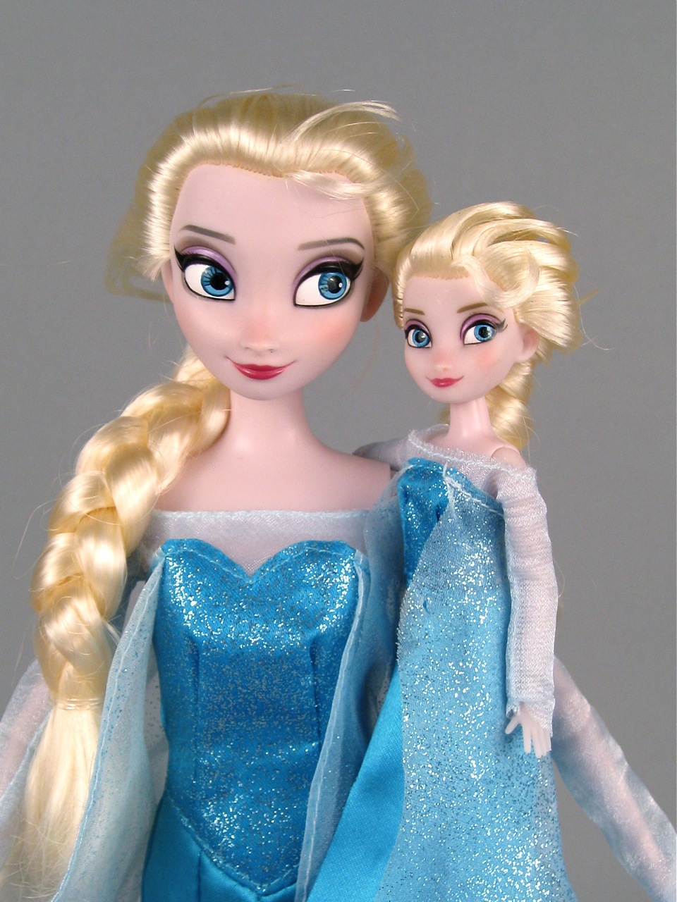 Elsa Mini Doll Wardrobe set