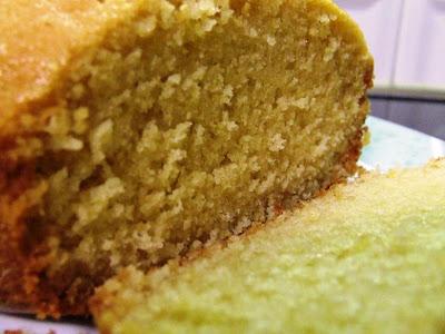 Fatia do Bolo de Limão, feito na MFP, máquina de fazer pão