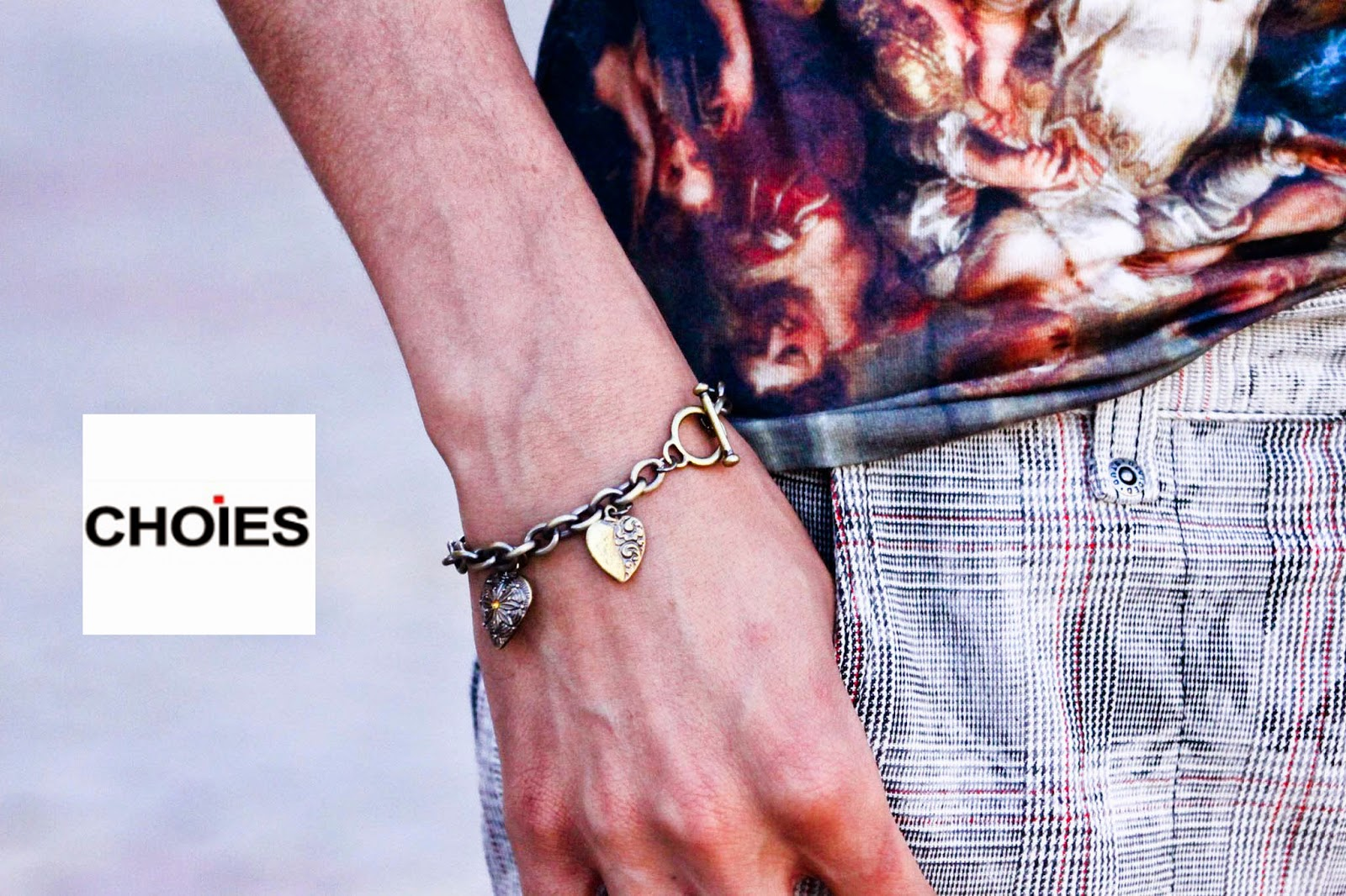 http://www.choies.com/product/celebona-chain-bracelet-with-heart?cid=5150beryl