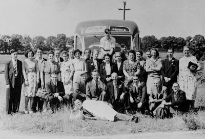 Black and white photo, Simmons Co staff on company outing from Bermondsey, London SE1. Photographer unknown.