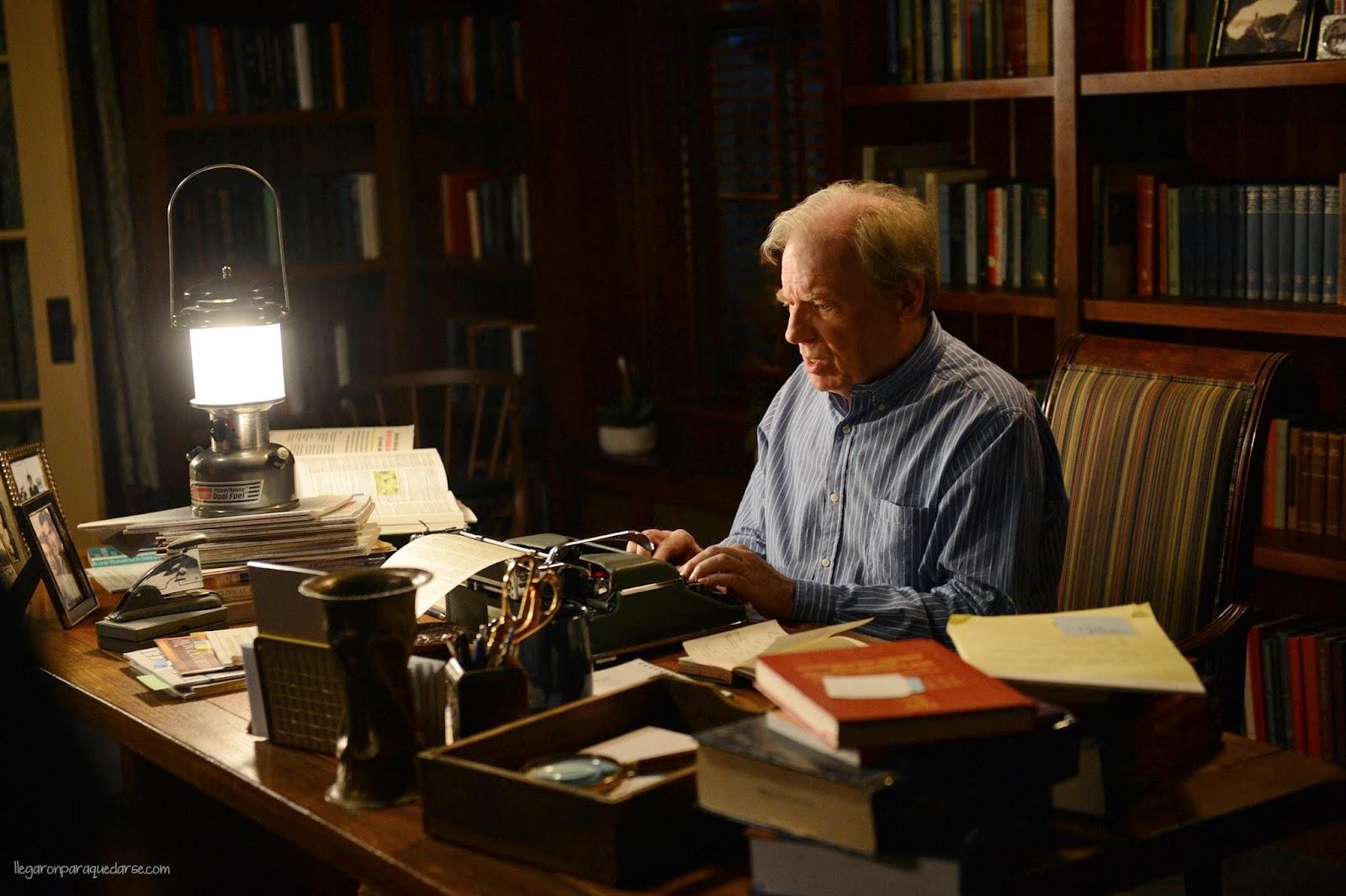 Michael McKean como Chuck