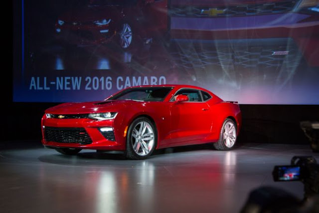 2016 New Chevrolet Camaro SS performance front view at show chevy