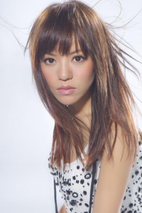 Della Ding Wo Hai Shi Yi Yang lyrics