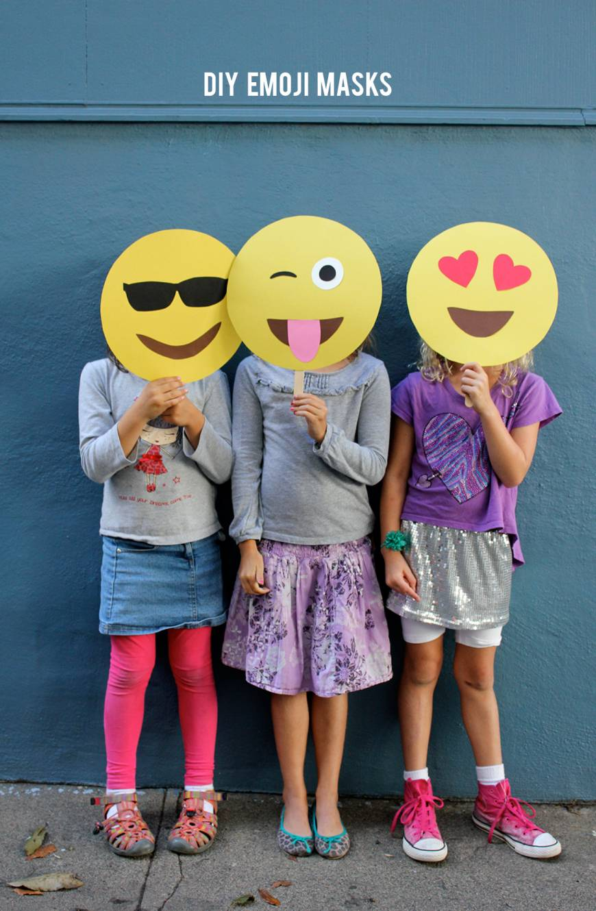 Last minute diy halloween costumes do it yourself ideas and projects this costume is so easy you could even make multiple emojis to reflect your changing emotions all night solutioingenieria Image collections