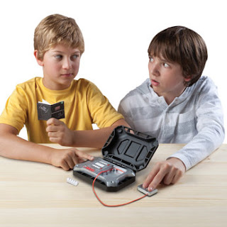 cool spy kid lie detecting kit