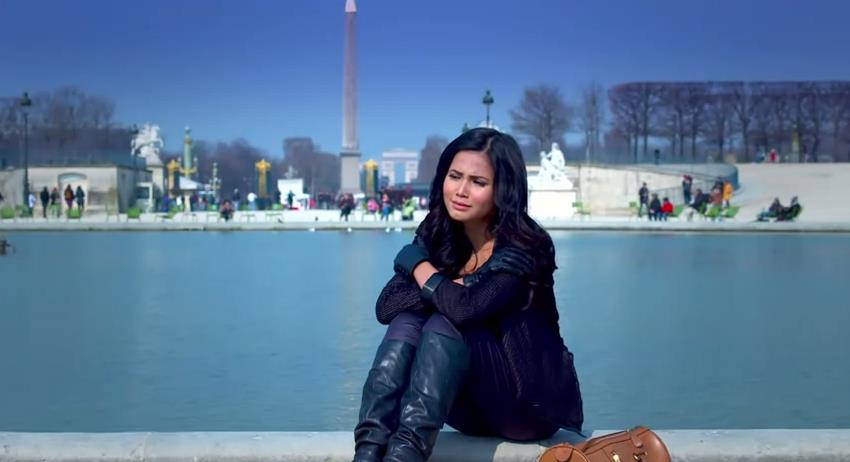 Yunita Siregar Love in Paris